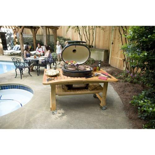 Керамический гриль Примо-Oval-Junior-200 на природе