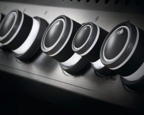 Подсветка ручек управления в газовом гриле Наполеон Роуг-525 SE (стальной, с ИК горелкой 3/3