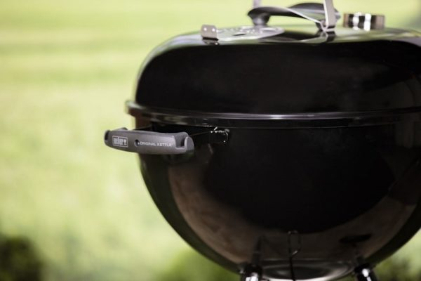 Угольный гриль Вебер Original Kettle E-4710 черный